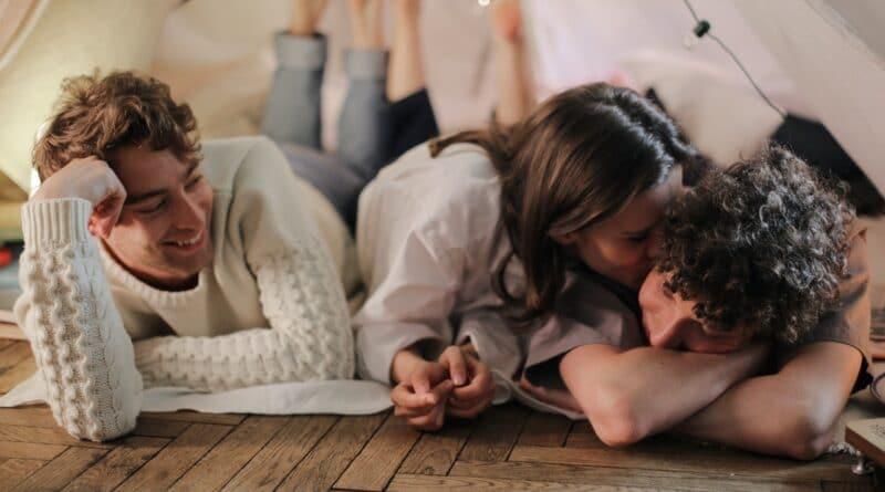 Couples ouverts : tout savoir sur les relations libres et le polyamour