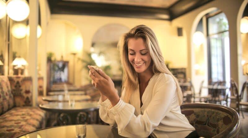 Comment flirter par SMS ou sur Messenger et WhatsApp