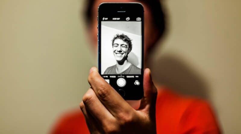 Comment choisir une bonne photo de profil sur les sites de rencontre